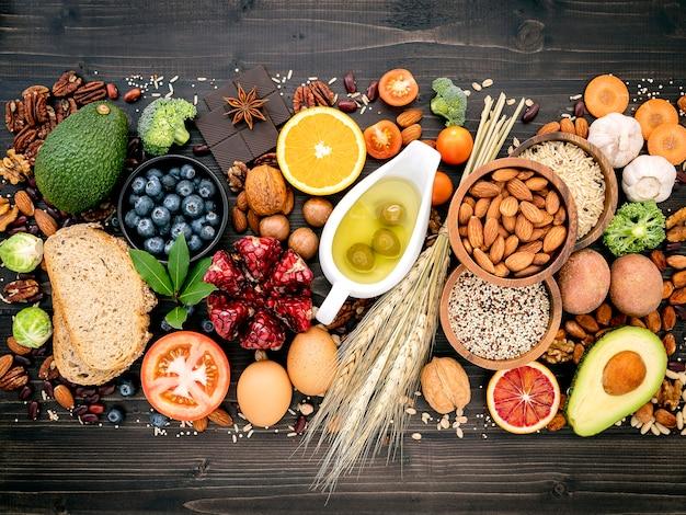 Składniki ustawione na wybór zdrowej żywności.