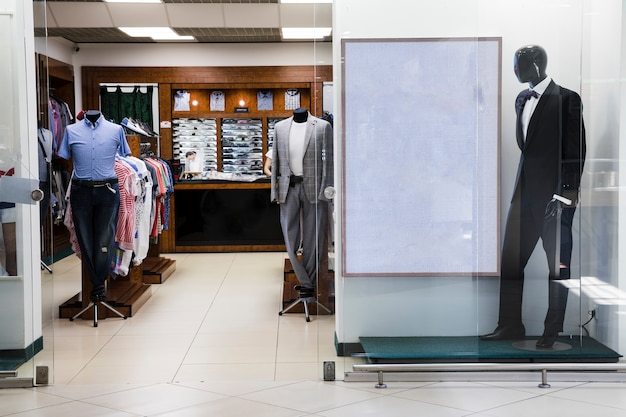 Sklep odzieżowy dla mężczyzn kryte centrum handlowe
