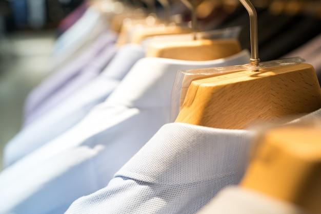 Sklep odzieżowy kobiet w mediolanie, włochy