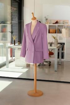 Sklep odzieżowy z manekinem