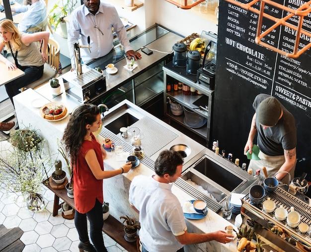 Sklep z kawą baru kontuaru restauraci relaksaci cukierniany pojęcie