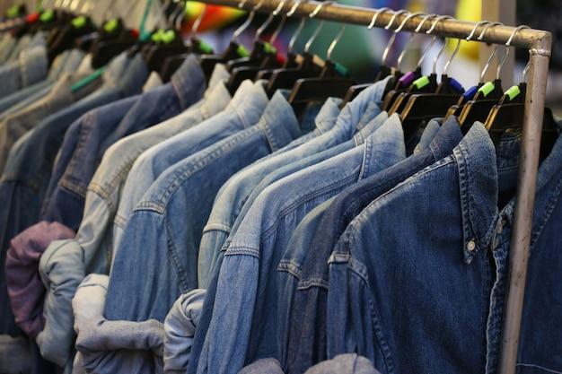 Sklep z niebieskimi dżinsami