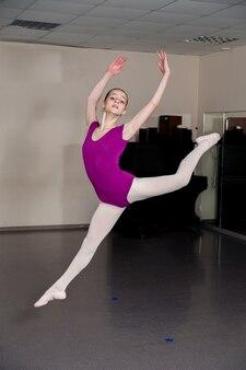 Skok. dziewczyna baletowa