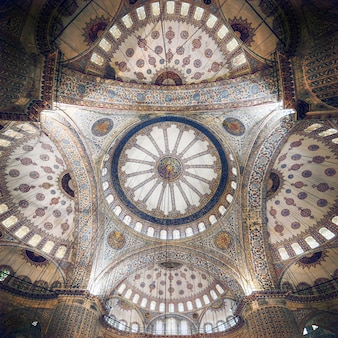 Skomplikowany sufit błękitnego meczetu