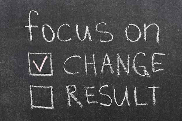 Skoncentruj się na frazie koncepcji zmiany odręcznie na tablicy