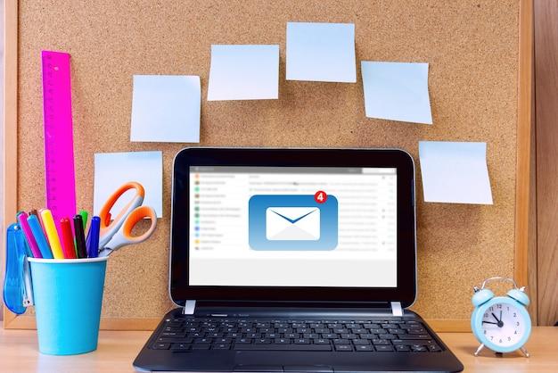 Skontaktuj się z nami lub połączą się osoby z infolinii obsługi klienta.