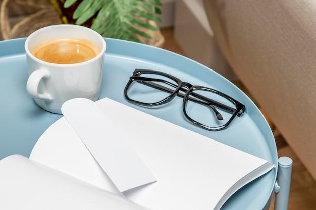 Skopiuj książkę miejsca na stole