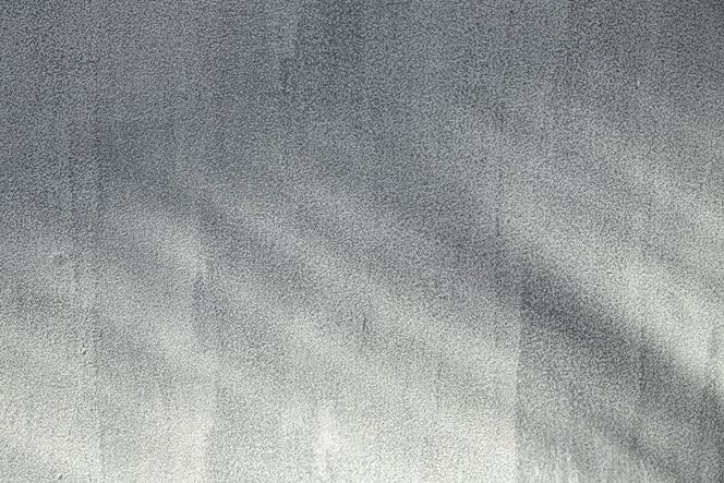 Skopiuj przestrzeń pomalowaną jasnoszarą betonową ścianą
