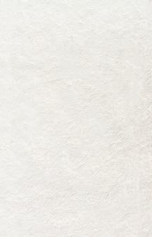 Skopiuj przestrzeń pomalowaną na biało betonową ścianę
