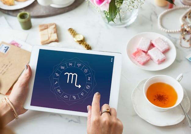 Skorpion symbol horoskop koncepcja graficzna zodiaku