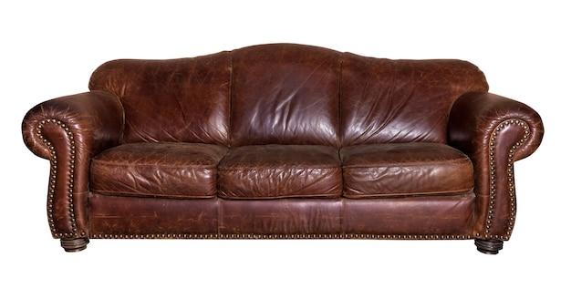 Skórzana ciemna kanapa na białym tle