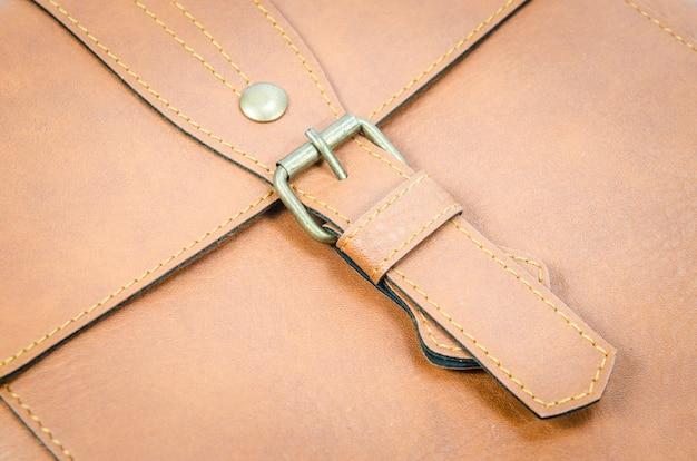 Skórzana torba z bliska