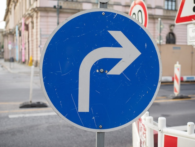 Skręć w prawo znak
