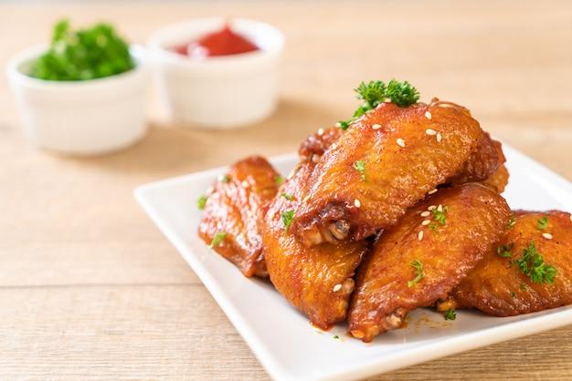 Skrzydełka z kurczaka z grilla z białym sezamem