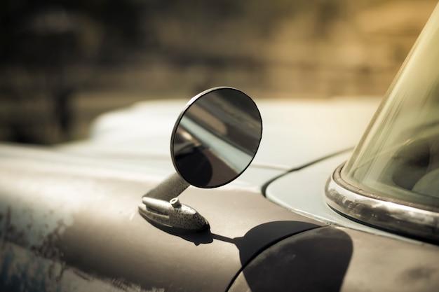 Skrzydło lustro na starym samochodzie