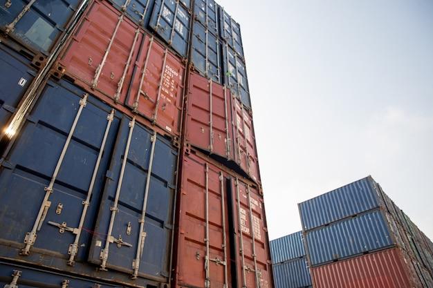 Skrzynia kontenerowa ze statku towarowego do importu, eksportu i przechowywania transportu towarowego,