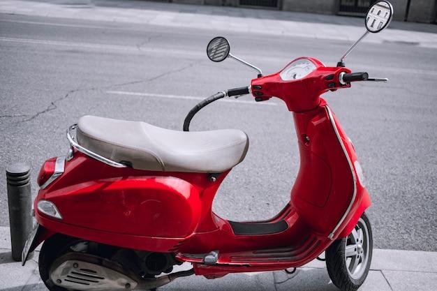Skuter czerwony vintage