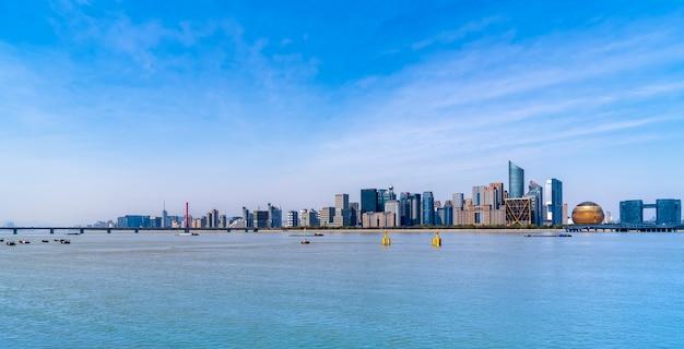 Skyline nowoczesnej architektury miejskiej