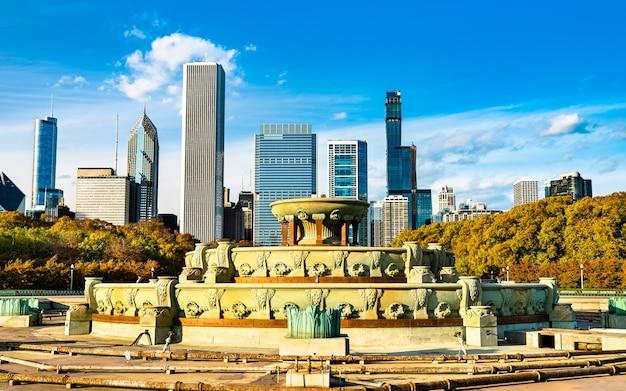 Skyline of chicago i buckingham fountain w grant park w stanie illinois, stany zjednoczone