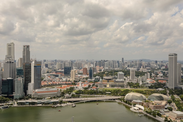 Skyline singapur nad zatoką mariny