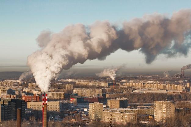Słabe środowisko w mieście. katastrofa ekologiczna