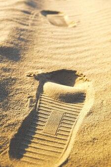 Ślad buta pozostawiony na piasku