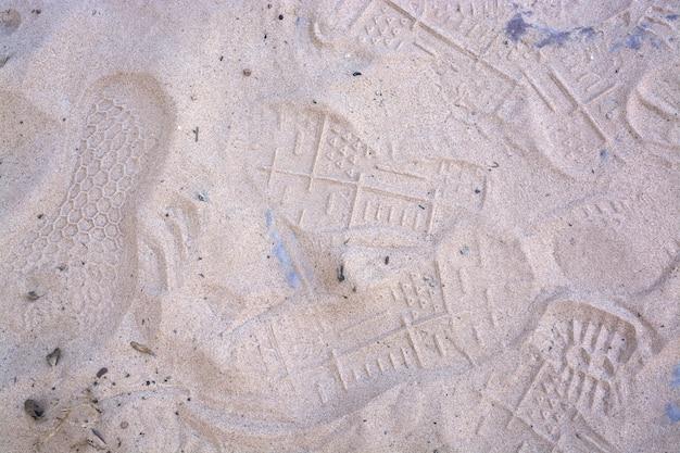 Ślady na piasku wzór śladów na białym piasku