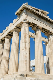 Sławna parthenon świątynia w akropolu, ateny, grecja.