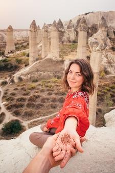 Śledź mnie podróż do kocham dolinę kanionu w kapadocji, turcja