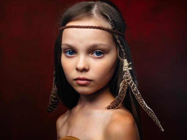 Śliczna dziewczyna apache kostium w stylu amerykańskim pochodzenie etniczne