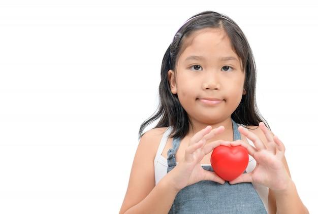 Śliczna dziewczyna pokazuje kierowego kształt z jej rękami odizolowywać