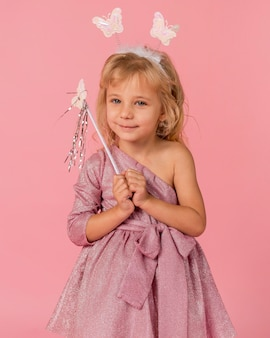 Śliczna dziewczyna w stroju wróżki