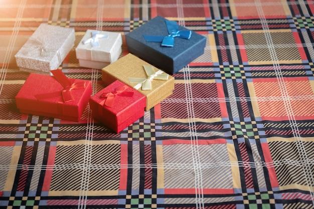 Śliczne pudełka na prezenty na boże narodzenie