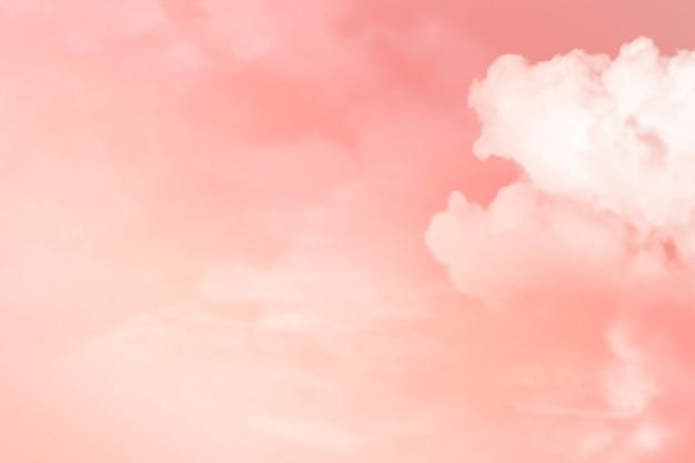 Śliczne tło z niebem i chmurami