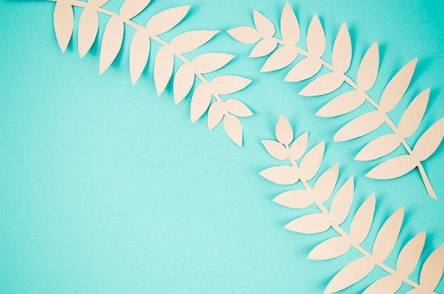 Śliczni dłudzy liście z błękit kopii kopii tłem