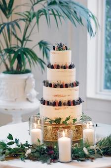 Śliczny tort weselny