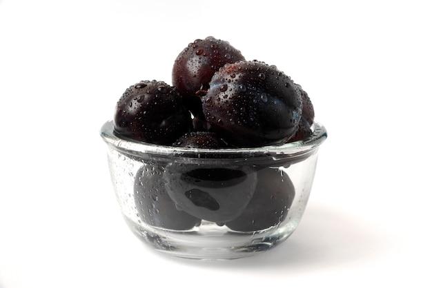 Śliwki wiśniowe w szklanej filiżance