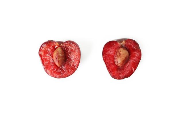 Słodka czerwona wiśnia na białym tle