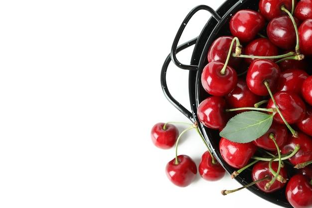 Słodka Czerwona Wiśnia Na Białym Tle Premium Zdjęcia