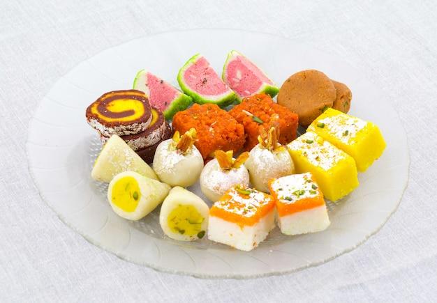 Słodka żywność tradycyjnej mieszanki indyjskiej