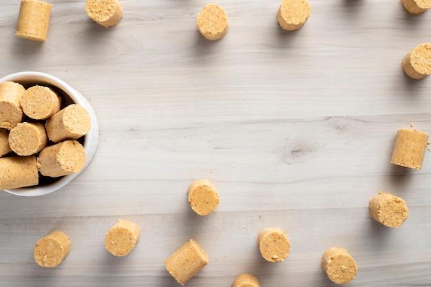 Słodki brazylijski orzech ziemny zwany pacoca. od obchodów czerwca
