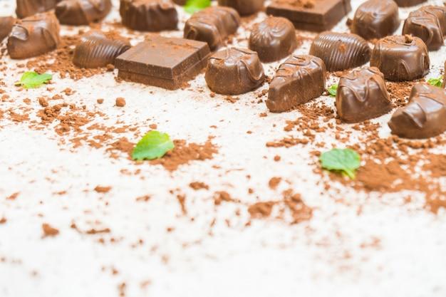 Słodki deser z ciemną czekoladą