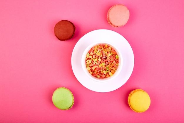 Słodki deserowy makaronik lub makaronik
