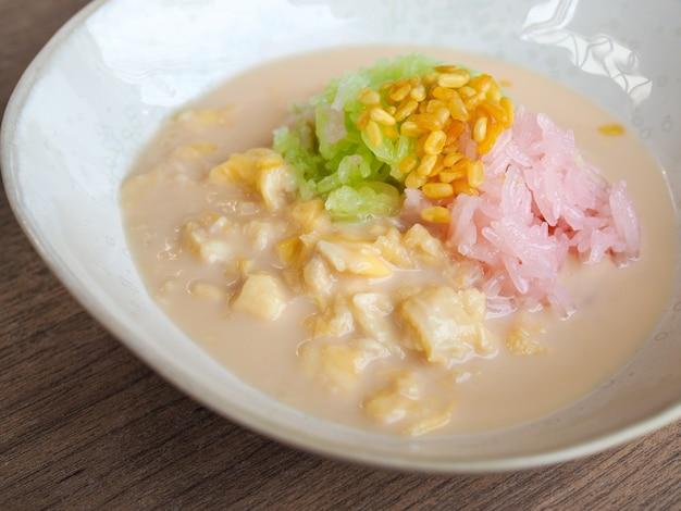 Słodki lepki ryż z mlekiem durian i kokosowym