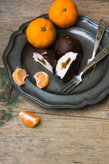 Słodki na vintage talerzu