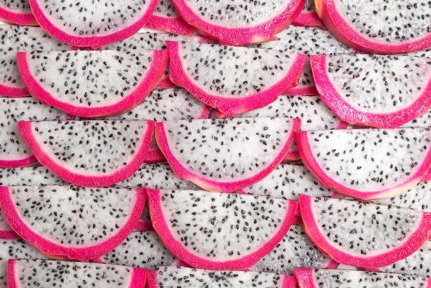 Słodki smaczny smok owoc lub plasterki pitaya tło