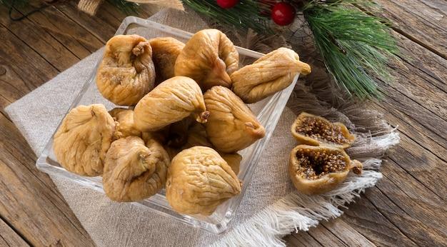 Słodkie białe suszone figi, typowe neapolitańskie jedzenie w okresie bożego narodzenia