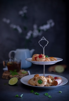 Słodkie ciasteczka z pastą migdałową idealne na herbaciane śniadanie