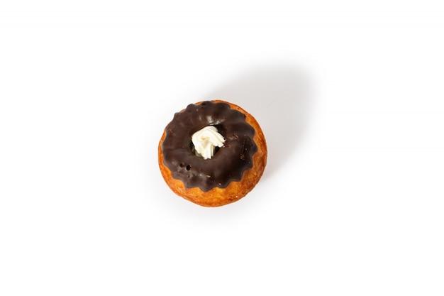 Słodkie ciastko ciastko z kremem waniliowym i shkoladom.