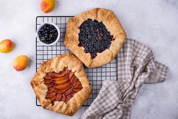 Słodkie domowe ciasto galette z owocami